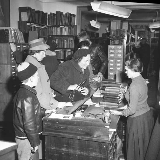 "Enligt notering: ""U-a Stadsbibliotek 25/11 -58""."