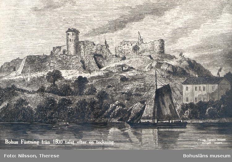 """Tryckt text på kortet: """"Bohus fästning från 1800 talet efter en teckning""""."""