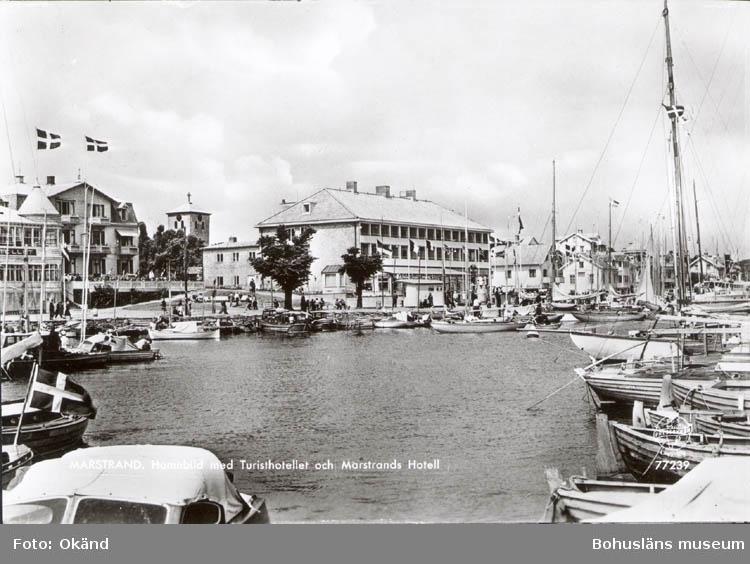 """Tryckt text på kortet: """"Marstrand. Hamnbild med Turisthotellet och Marstrands Hotell."""""""