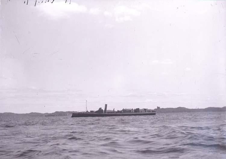 """Enligt text som medföljde bilden """"Torpedbåt 71 aug. 11""""."""