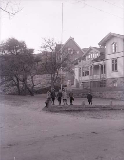 """Enligt text som medföljde bilden: """"Lundboms, Parken."""" ::"""