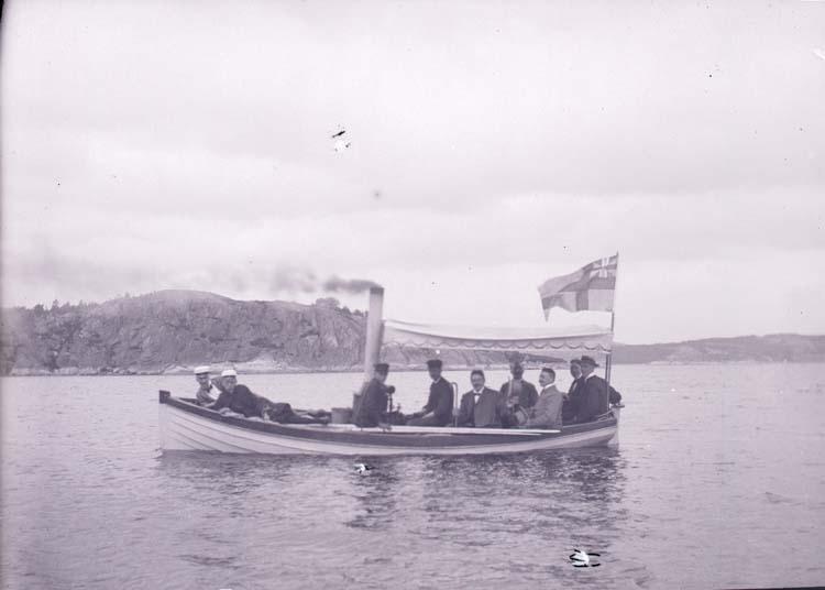 """Enligt text som medföljde bilden: """"Furunäs (Sundsandvik) E.B. Lyckes ångslup 28/7 1901."""""""