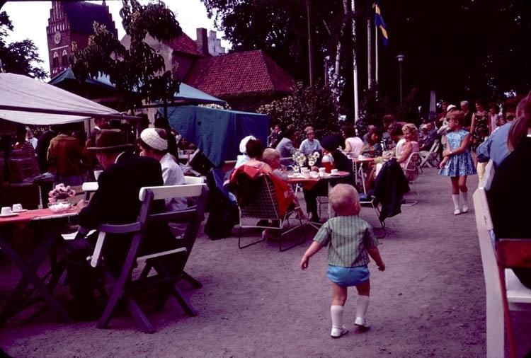 Folkfest på torget i Åhus i juli 1965