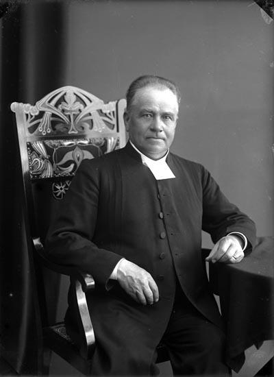 """Enligt fotografens anteckningar: """"Kyrkoherde G. Kajander 1912""""."""