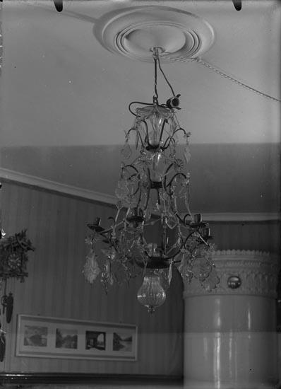 """Enligt fotografens anteckningar: """"1937. 60. Ljuskrona Bro-Brodalen mycket dyrbar""""."""