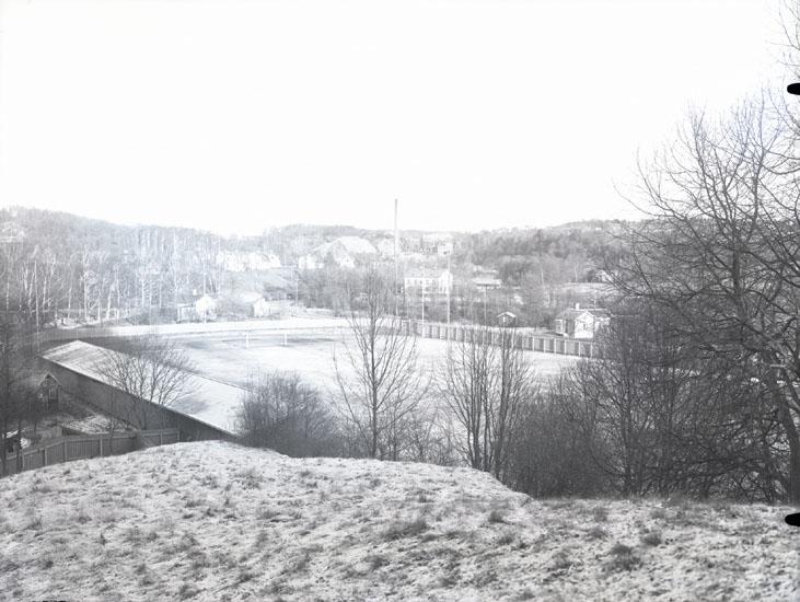 """""""1937. 21. Bäst. Idrottsplatsen från parken.""""  """"Fotot taget från Hede."""""""