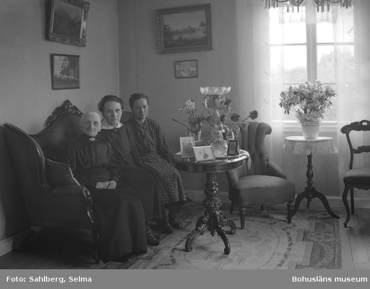 Selma Andrietta Beata Sahlberg föddes den 12/2 1883 i Torsby i södra Bohuslän och hon dog den 22/5 1972 i Munkedal.