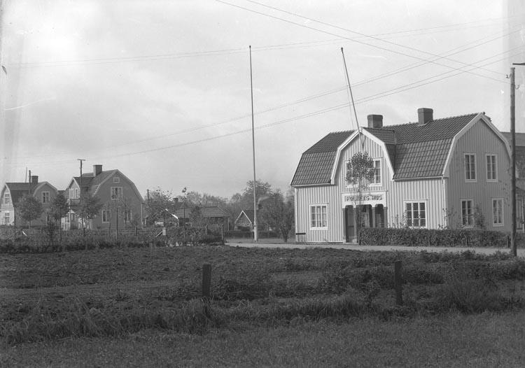 "Enligt fotografens noteringar: ""1932. Folkets Hus Munkedal."""