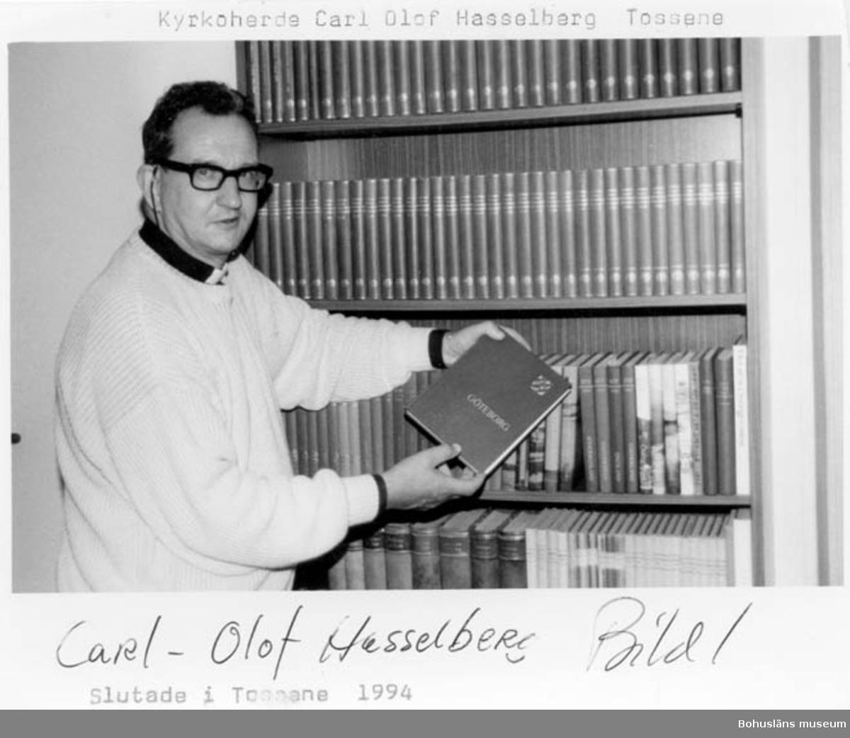 """Enligt text på fotot: """"Kyrkoherde Carl-Olof Hasselberg slutade i Tossene 1994""""."""