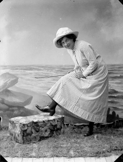 """Enligt fotografens journal nr 2 1909-1915: """"Mattsson, Fr. Berna adr. Landbergs""""."""