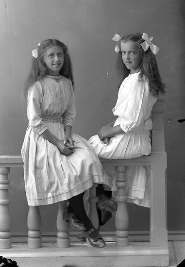 """Enligt fotografens journal nr 2 1909-1915: """"Andersson, Greta adr. Ingeniör Jansson Här""""."""