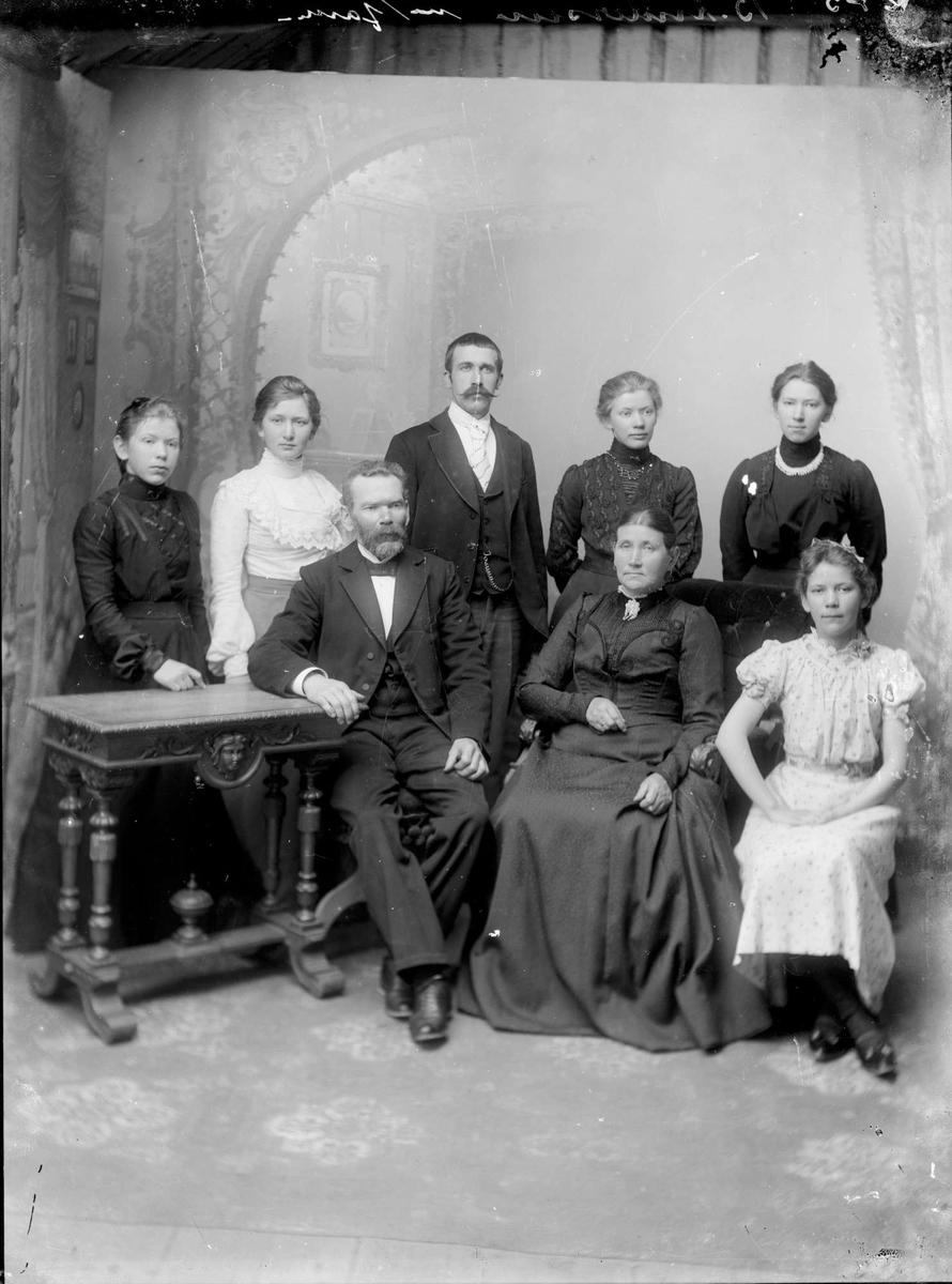 Familiene Anders Slettebø og Bertinius Andersen Egebakken