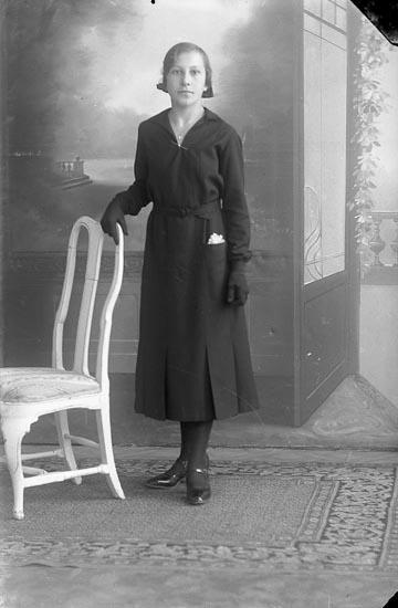 """Enligt fotografens journal nr 3 1916-1917: """"Andersson, Klara Ålebacken Spekeröd""""."""