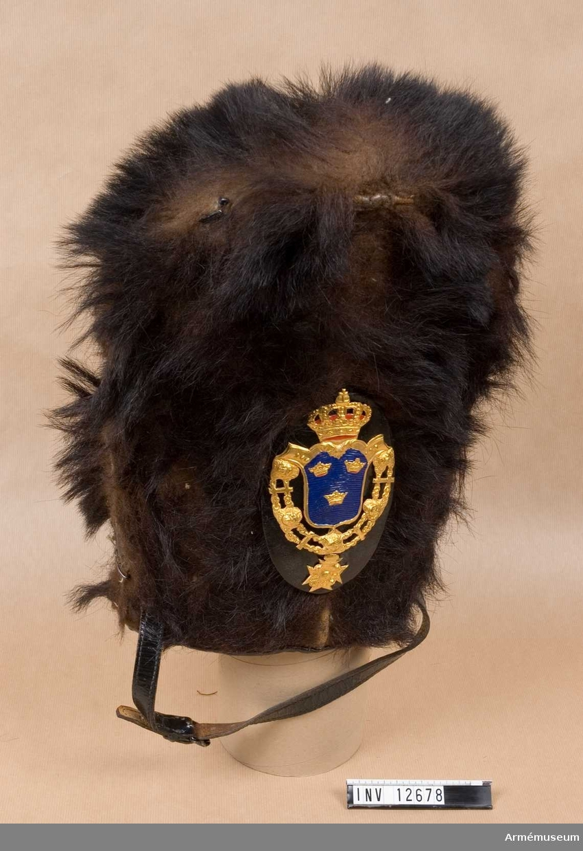 Grupp C I.  Läderplatta med emblem.
