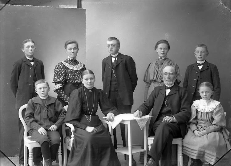 """Enligt fotografens journal nr 1 1904-1908: """"Olsson, Alfred Järnklätt St-sund""""."""