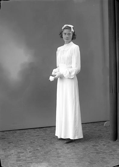 """Enligt fotografens journal nr 6 1930-1943: """"Oskarsson Kerstin, Krontofta Ödsmål""""."""