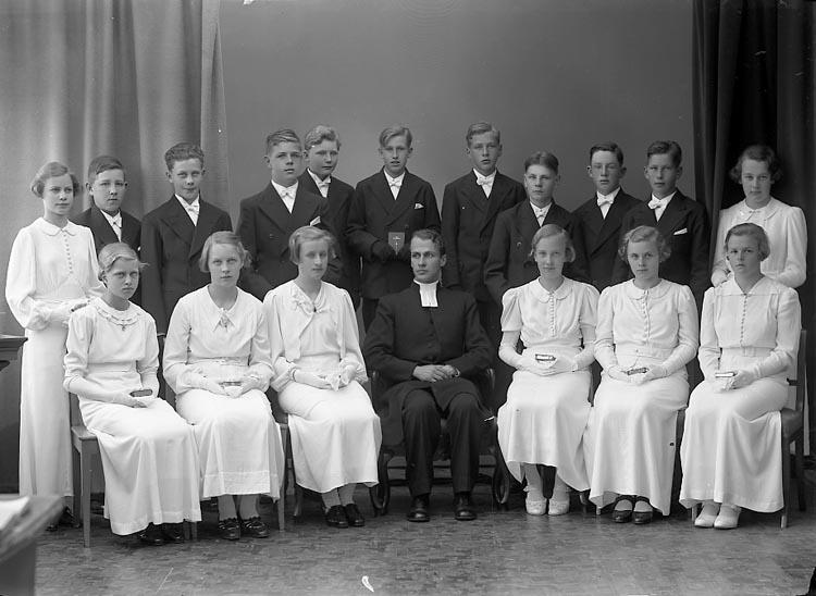 """Enligt fotografens journal nr 5 1930-1943: """"Rhedin, Pastor Norums Läsbarn""""."""