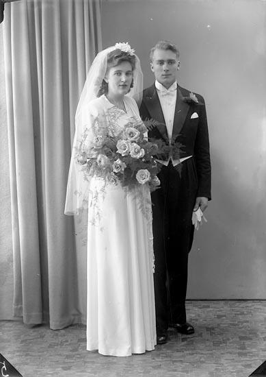 """Enligt fotografens journal nr 7 1944-1950: """"Eliasson, Herr Nils Svenshögen""""."""
