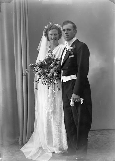 "Enligt fotografens journal nr 7 1944-1950: ""Nilsson, Herr Karl Lundby, Spekeröd""."