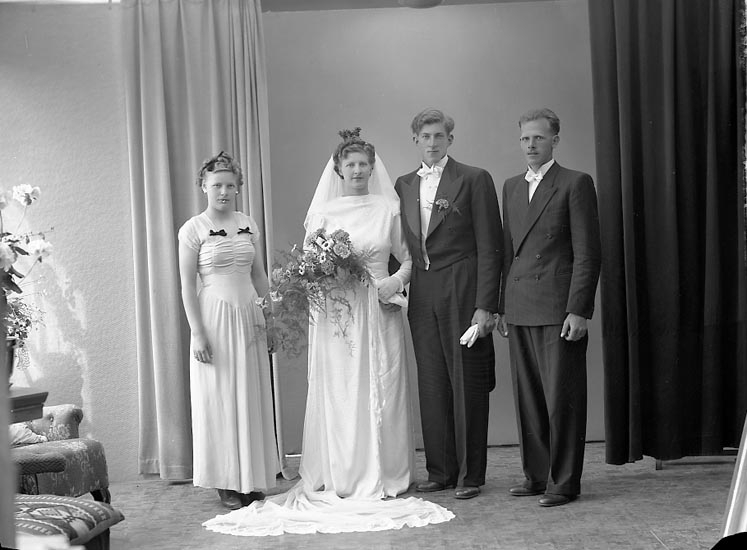 "Enligt fotografens journal nr 7 1944-1950: ""Abrahamsson, Herr Bengt Artillerig. 6 F Gbg""."