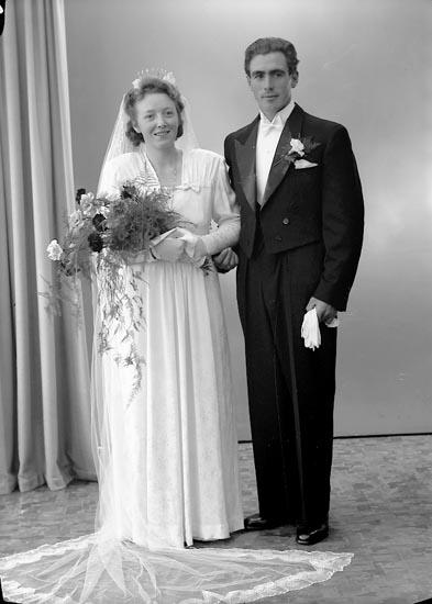 """Enligt fotografens journal nr 7 1944-1950: """"Forsström, Herr Rolf Bäckedalen, Kungälv""""."""