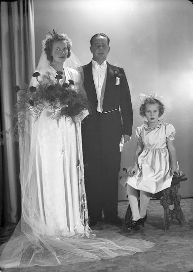"""Enligt fotografens journal nr 7 1944-1950: """"Jansson, Herr Bertil Ödsmål""""."""