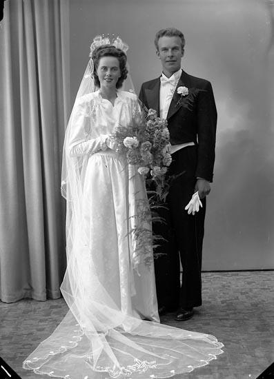 """Enligt fotografens journal nr 7 1944-1950: """"Skoglund, Uno Hullsjög. 1 Trollhättan""""."""