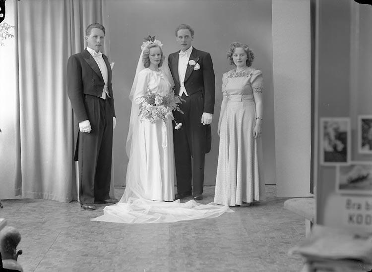 """Enligt fotografens journal nr 7 1944-1950: """"Gustafsson, Herr Thure, Stenlyckan Ödsmål""""."""
