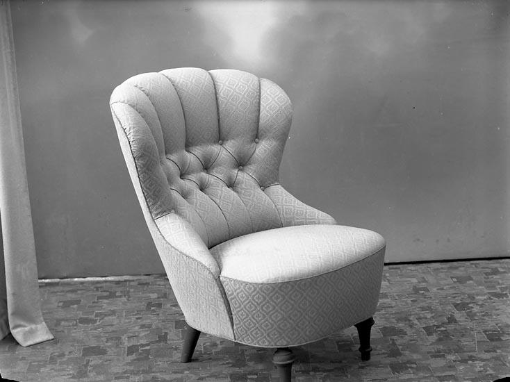 """Enligt fotografens journal nr 7 1944-1950: """"Wallström, Herr L. Ödsmål""""."""