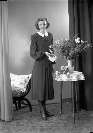 "Enligt fotografens journal nr 6 1930-1943: ""Johansson, Anne Britt, Känstorp St""."