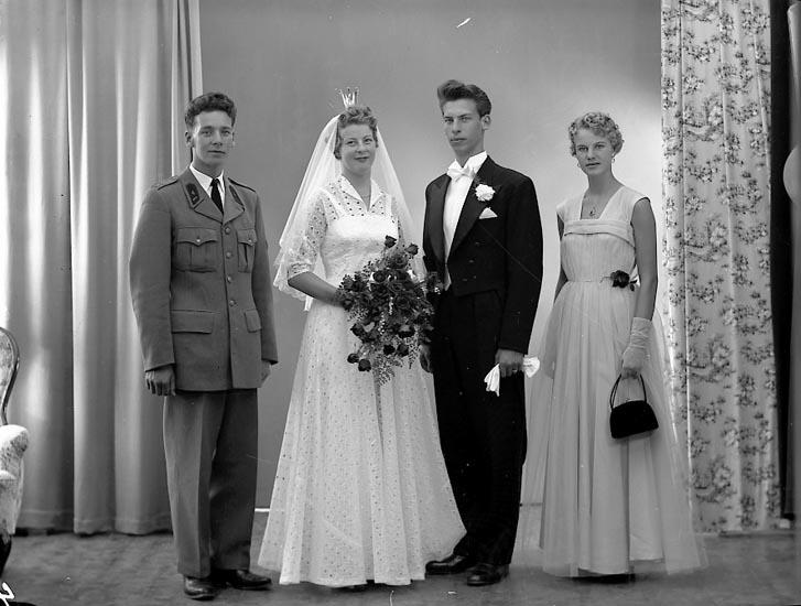 """Enligt fotografens journal nr 8 1951-1957: """"Torvaldsson, Ragnar""""."""