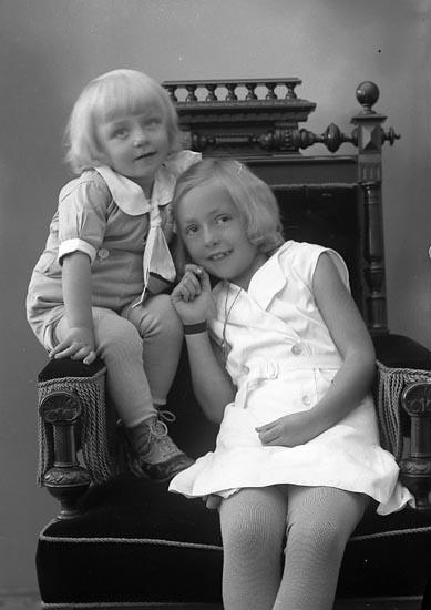 """Enligt fotografens journal nr 6 1930-1943: """"Berntsson, Axel Kil, Hjälteby""""."""