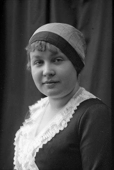 """Enligt fotografens journal Lyckorna 1909-1918: """"Aminoff, Fr. Villa Sommarro Lyckorna""""."""