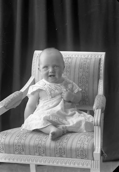 "Enligt fotografens journal nr 2 1909-1915: ""Johansson, Gunhild, Lyckhem Svanesund""."