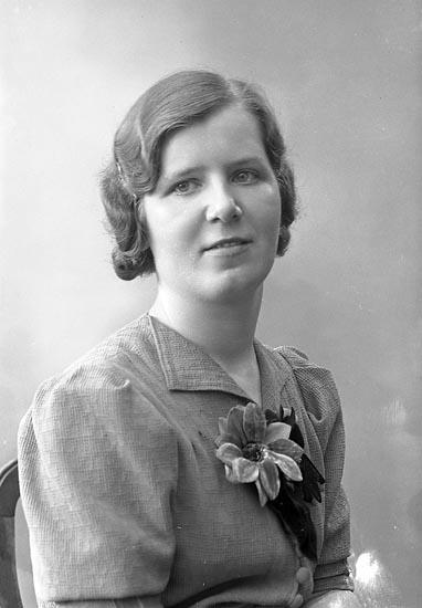 "Enligt fotografens journal nr 6 1930-1943: ""Backman, Ester adr. Sköldebrand Ön""."