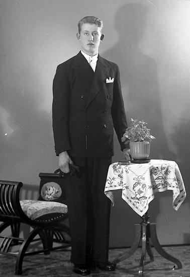 """Enligt fotografens journal nr 6 1930-1943: """"Andersson, Bengt Berg St. Höga""""."""