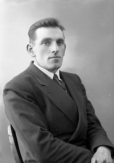"""Enligt fotografens journal nr 6 1930-1943: """"Andersson, Johannes Furufjell Här""""."""