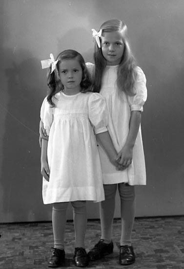 """Enligt fotografens journal nr 6 1930-1943: """"Nyblom, Pastor Harry, Jörlanda""""."""