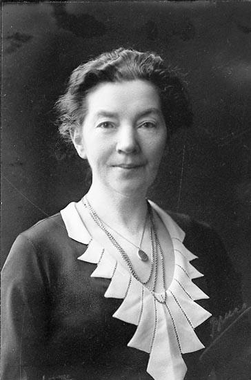 "Enligt fotografens journal nr 6 1930-1943: ""Bentzel, Fru Helena Erik Dahlbergsg. Gbg kopia""."