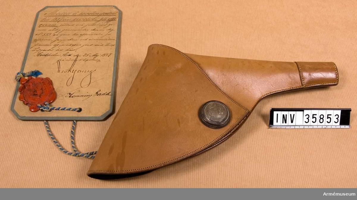 Grupp E III h.  Modell å revolverfrodal till 1887 års revolver för officerare, gillad och fastställd genom nådig g.o. den 25. maj 1887 n:r 543, att tjäna till efterrättelse för officerare, fanjunkare och civilmilitära personer av överbefäls grad vid Kungl. Livgardet till häst.