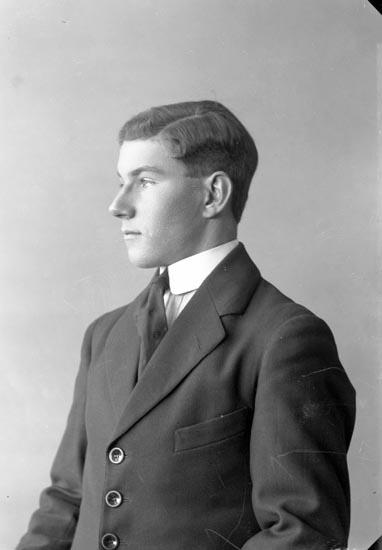 "Enligt fotografens journal nr 4 1918-1922: ""Thorsson, Erik Stenung Här""."