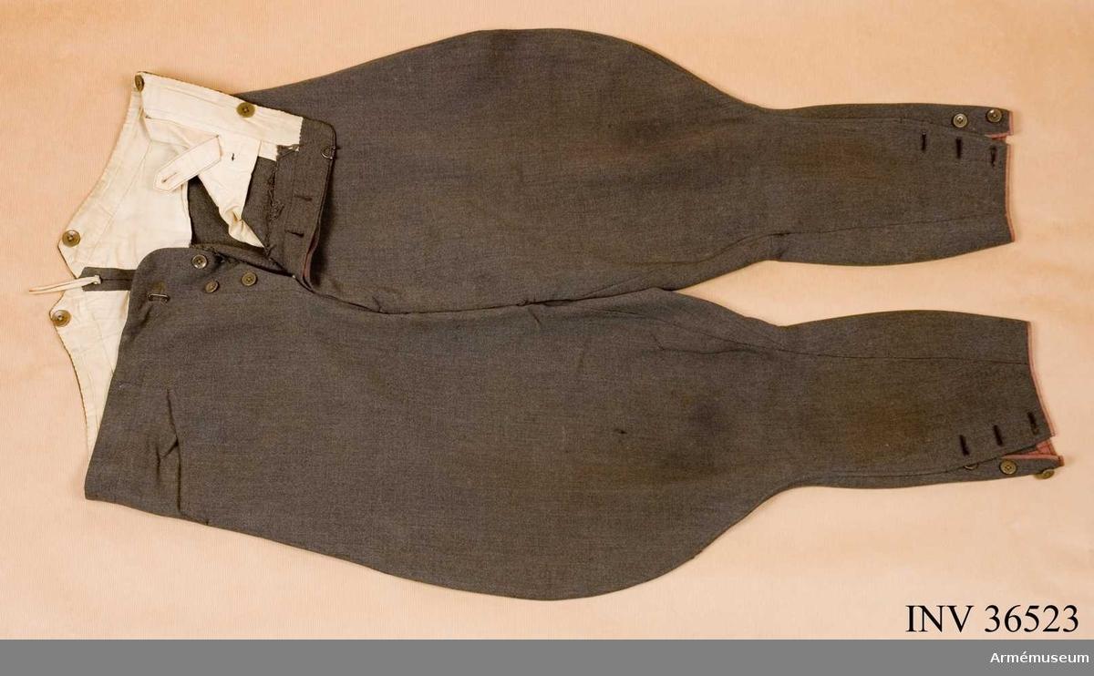 Grupp C I. Ur uniform m/1939 för ryttmästare i Skånska kavalleriregementets reserv.