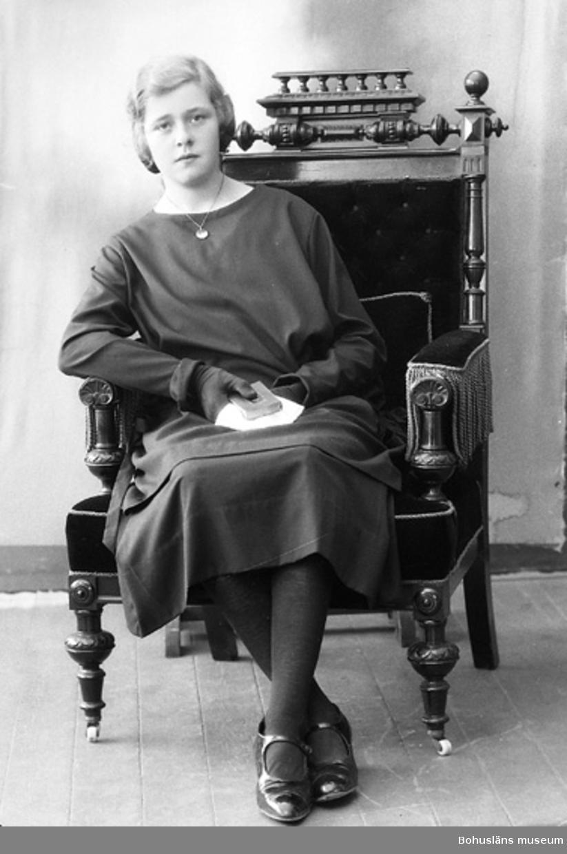 """Enligt fotografens journal nr 5 1923-1929: """"Andersson, Linnéa Gilltorp, Jörlanda""""."""