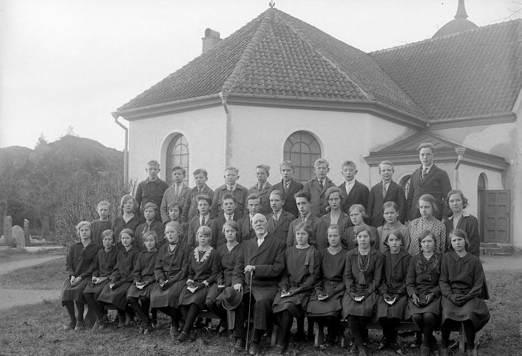 """Enligt fotografens journal nr 5 1923-1929: """"Läsbarnen, Kyrkoh. Bredin Spekeröd""""."""