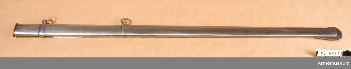 Grupp D II. Rysk modell. Baljan är helt av järn. Förutom munbleck och släpsko finns två ringliknande  beslag vari två koppelringar är fästade.