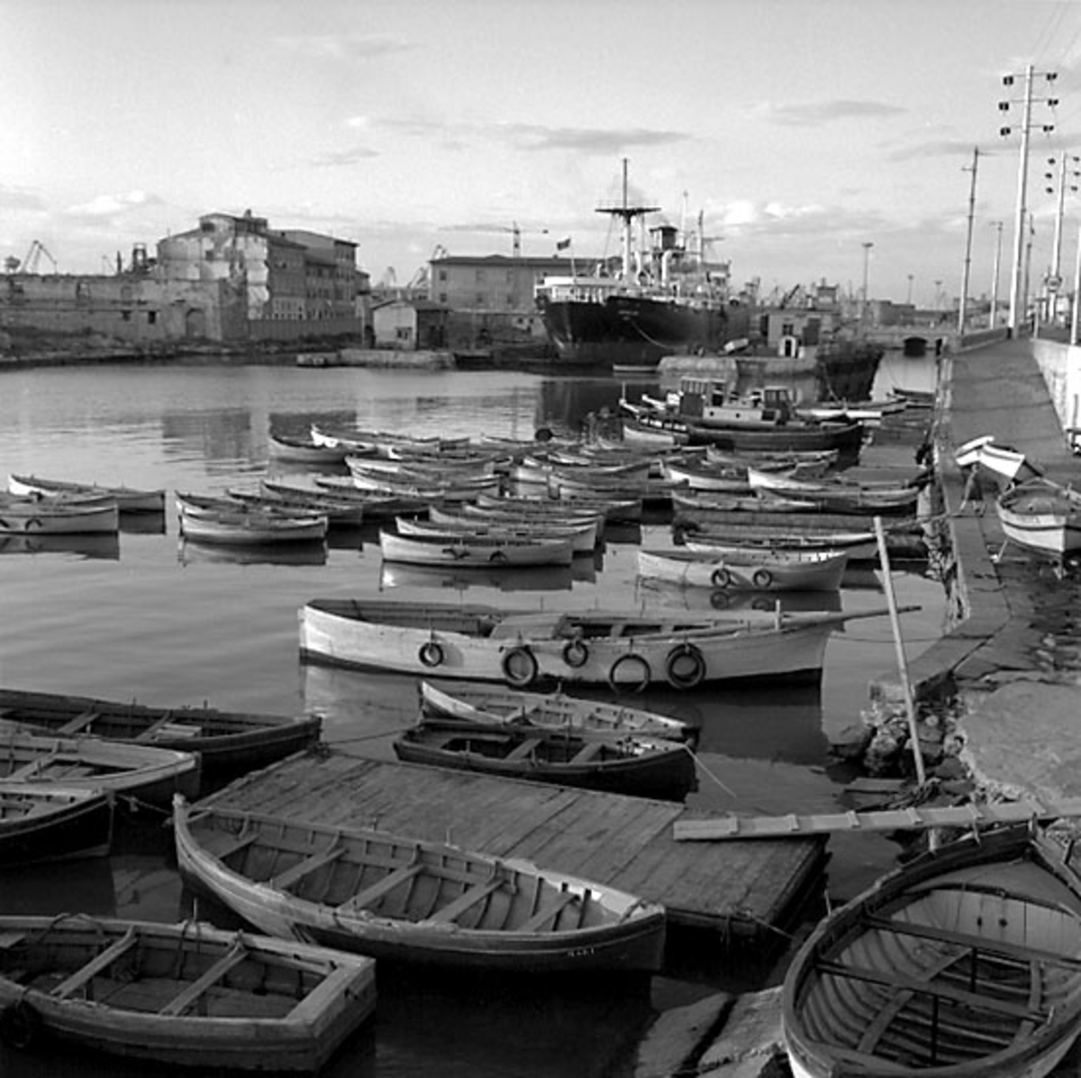 21. Italien. Fotojournal finns på B.M.A. + fotoalbum. Samtidigt förvärv: Böcker och arkivmaterial. Foton tagna 1959-11-01. 12 Bilder i serie.