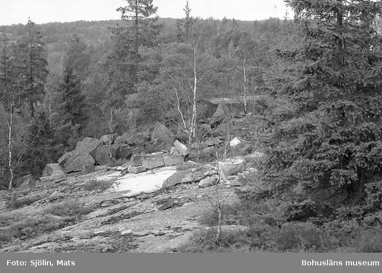 """Bohusläns samhälls- och näringsliv. 2. STENINDUSTRIN. Film: 2  Text som medföljde bilden: """"Det. småbrott. April -77."""""""