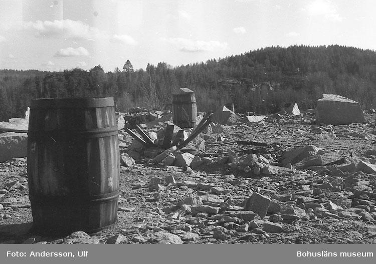 """Bohusläns samhälls- och näringsliv. 2. STENINDUSTRIN. Film: 7  Text som medföljde bilden: """"Liabrottet. April -77."""""""