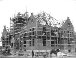 """Enligt noteringar: """"Byggnation av Tingshuset på Kvistrum."""" ("""