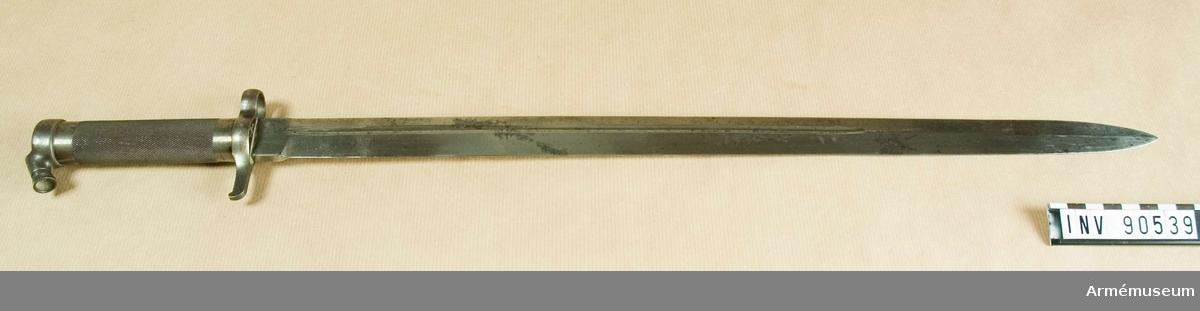 Norsk bajonett m/1912, för karbin. Betydligt längre än knivbajonett m/1896